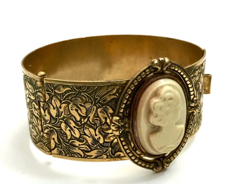 Intricate Etched Brass Tone Art Nouveau Hinged Bangle Bracelet 1920s 1930s Acrylic Cameo