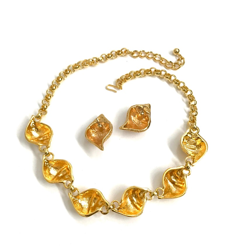 Gift for Her Necklace /& Earring Set Under the Sea Collection Textured Gold Tone Kenneth Jay Lane Sea Shell Demi Signed Clear Crystal