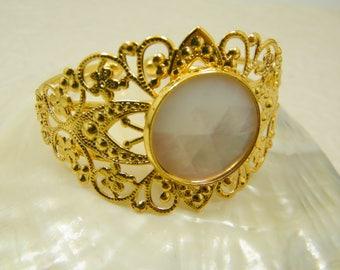 Bridal bracelet, Gold Bracelet, Gold white bracelet, Big shell bracelet, Wedding jewelry, Bride jewelry, Shell Jewelry, Gold lace bracelet
