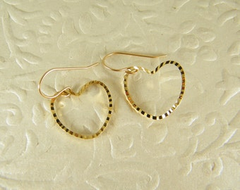 Gold heart earrings, Dangle earrings, Wedding earrings, Boho jewelry, Gift for her, Bridesmaid gift, Heart jewelry, Romantic women gift