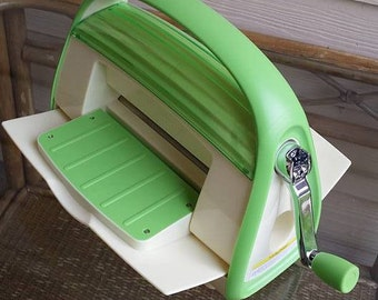 Green Circuit Cuttlebug Embossing and Die Cutting Machine