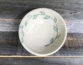 Tiny bowl with vines