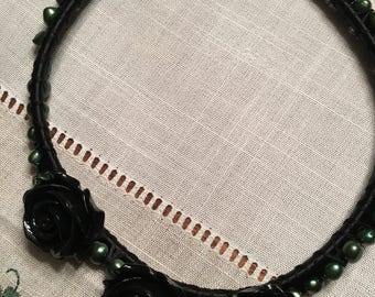 Green pearl black rose necklace