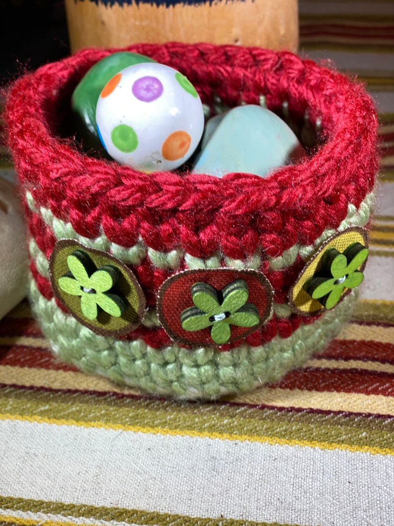 Sturdy crochet bowl