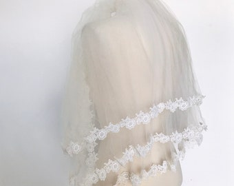 d57f610792e0d Vintage 60s 70s elbow wedding veil with daisy trimming triple layer