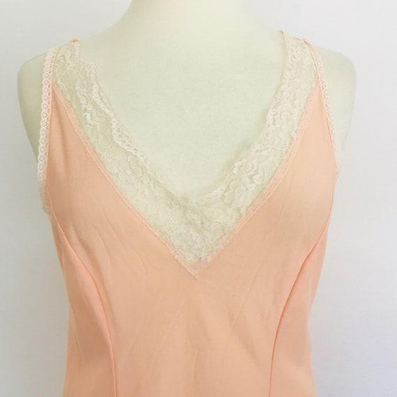 vintage slip, peach full slip, cream lace trim, underslip, vintage petticoat, shiny nylon, UK 16, knee length, pin up underwear
