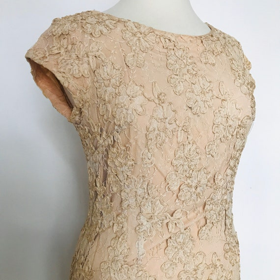 1950s dress,lace dress,cream,buttermilk,lacy,wiggle,UK 14,evening dress,wedding dress,50s,vintage dress,bridesmaid,