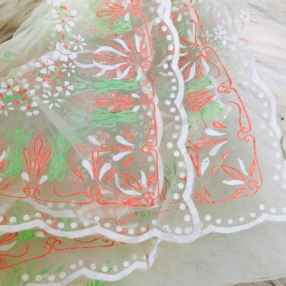 1950s scarf novelty print flocked sheer nylon cream floral 50s pin up rockabilly scalloped leaves square red green turban