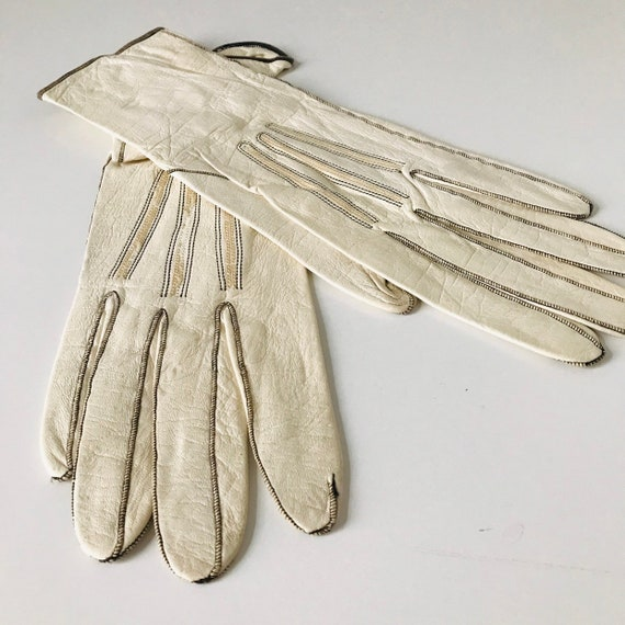 Vintage gloves,cream leather gloves,black top stitching,early 20th century,shorties,XS,small 5,Victorian,Art Deco,1910s steampunk