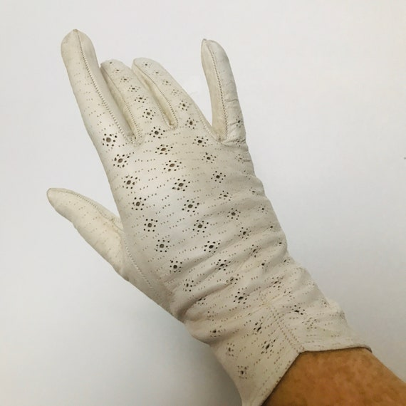 Vintage gloves, beige leather,Punched Leather,lace Leather,1920s, 30s Gloves,bridal,wedding,M,7,cream