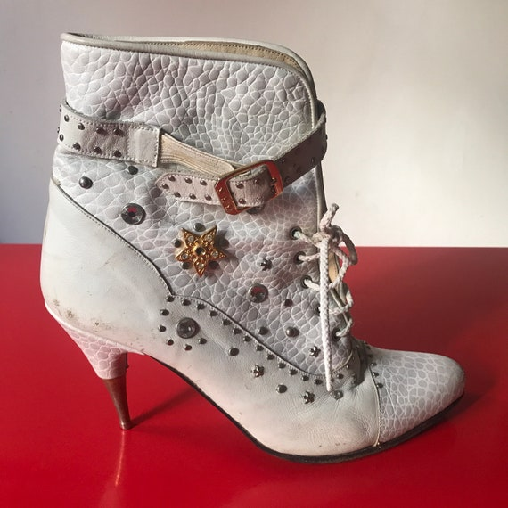 Vintage boots, white boots, 1980s boots, stiletto heels 80s booties, dolly parton style, gold heels, lace up boots, Italian leather, size 5,