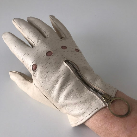 Vintage gloves cream gloves, cropped gloves, zip gloves,driving gloves,wrist length shorties 1960s Mod size 6,size 7,60s bride,Scooter girl