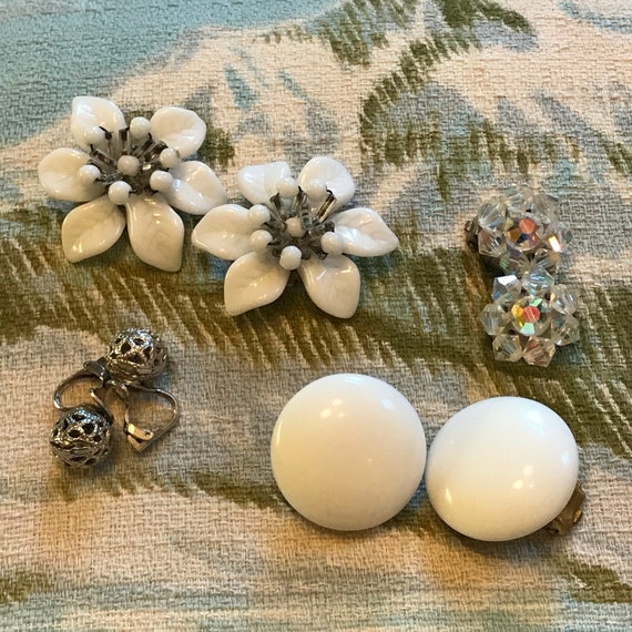 1950s earrings 4 pair lot clip ons, vintage ear-rings, glass flowers, plastic cluster 50s glam pin up white glass studs 1960s jewellery