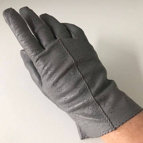 Vintage gloves 1940s grey leather punched 40s original accessory size 7 7.5 daytime everyday shorties wrist length WW2 gray scalloped 50s