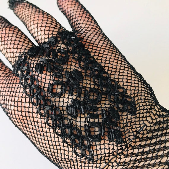 vintage crochet gloves, black gloves, silky, handmade lace shorties, wrist length, size 6, bridal, bridesmaid, 1930s 1920s, goth, vamp,
