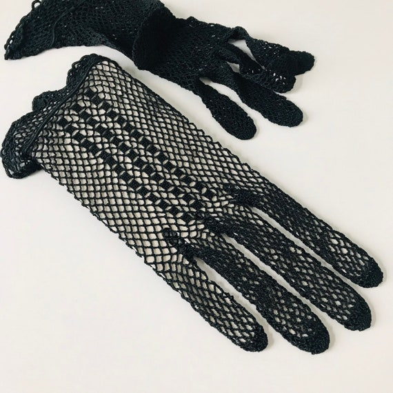 vintage crochet gloves, black gloves, silky, handmade lace shorties, wrist length, size 5 6 bridal, bridesmaid, 1930s 1920s, goth, vamp,