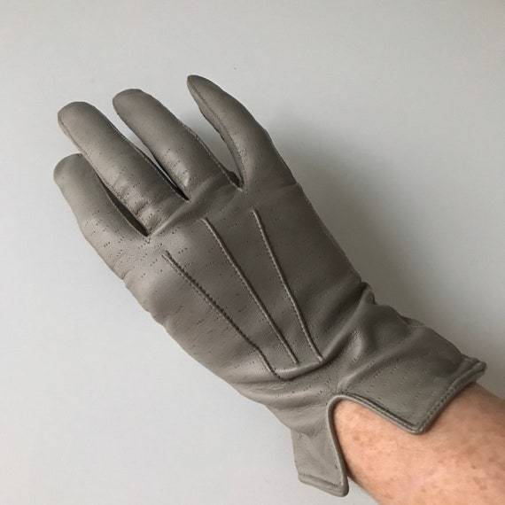 Vintage gloves 1940s grey leather, gray leather, original accessory size 6.5, daytime everyday shorties wrist length WW2, midcentury