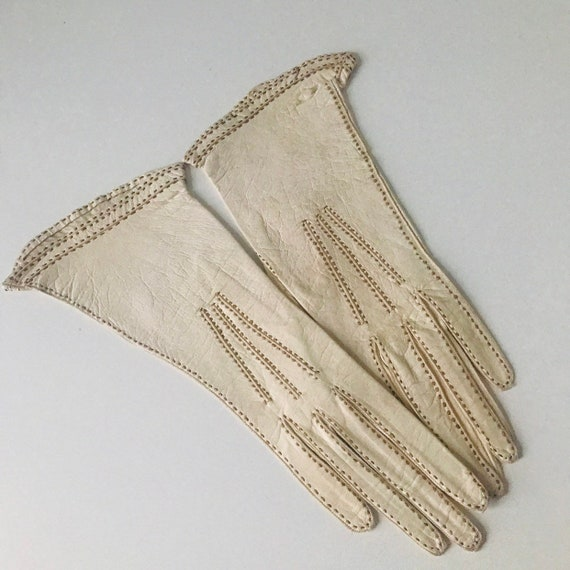 1920s gloves,John Lewis,cream leather gloves vintage leather,brown top stitching,1910s,original accesories,XS,petite,unworn,fine leather