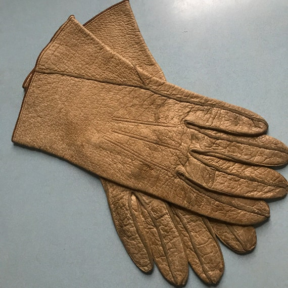 Vintage leather gloves,vintage gloves,thick leather,top stitching,1940s,original,size 7.5,gauntlet,dirty, 30s,unisex,damaged