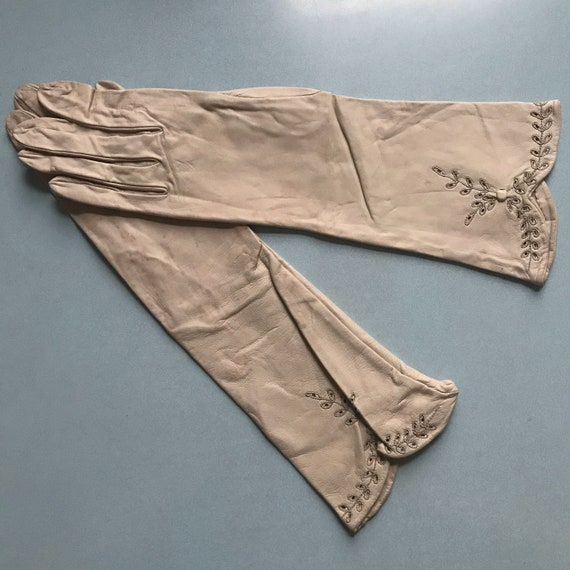 Vintage gloves,long leather gloves, size 6,7,1950s greige leather gloves 50s,grey, 1950s pin up burlesque,pierced,embroidered,leaf design