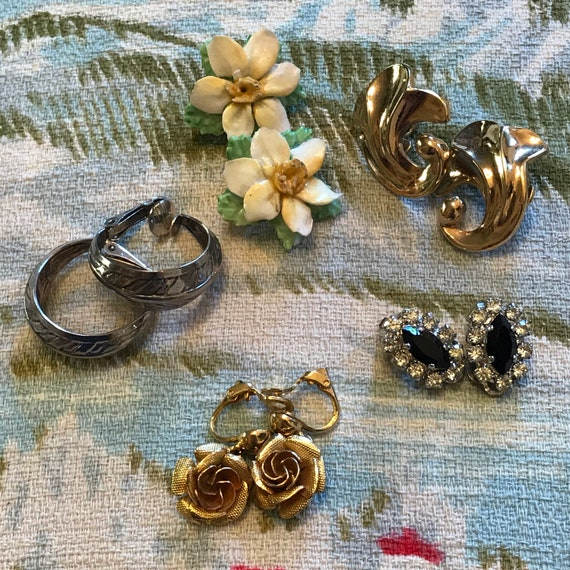 1950s earrings 5 pair lot clip ons vintage rose, coalebrook studs, daffodils, diamante, big daisy studs, 50s glam pin up, glass studs 1960s