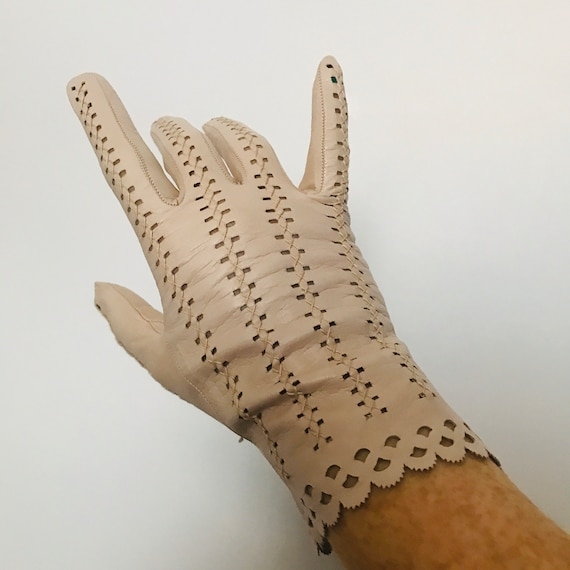 Vintage gloves, beige leather,Punched Leather,lace Leather,1920s, 30s Gloves,bridal,WEdding,M,7