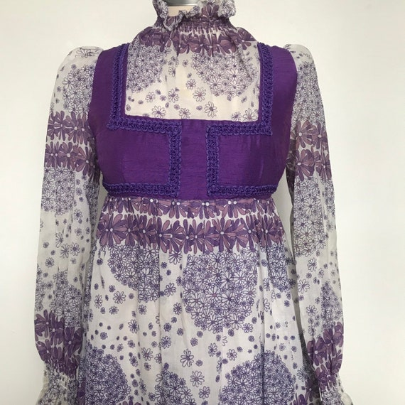 vintage dress,prairie dress,purple dress,Biba look,1970s dress,flowery,pinafore style,ankle length,high neck,long sleeves,UK 8,long,folk