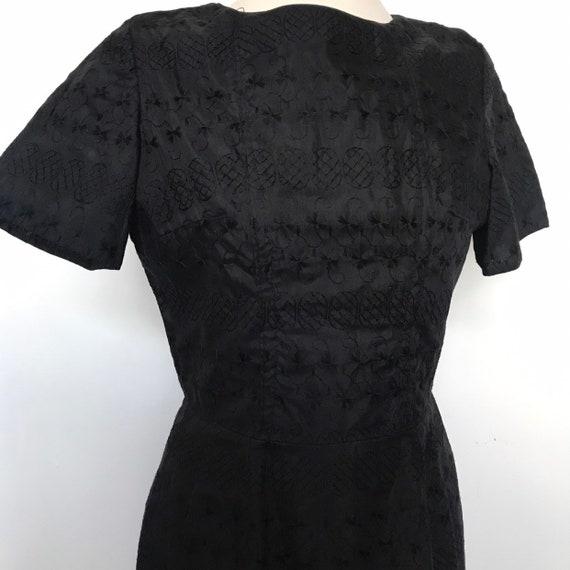 Vintage dress,black lace, shift dress,1960s,1950s dress,short sleeves, hourglass,wiggle dress,UK 8,vintage embroidery,goth,vamp