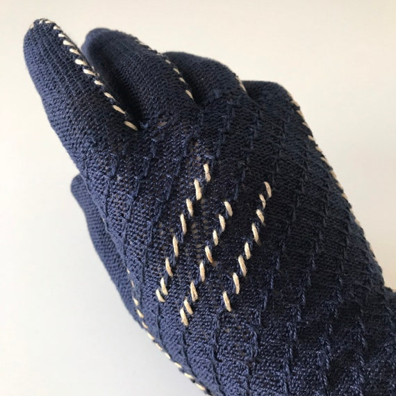 Vintage gloves, 1940s gloves, blue knitted, cotton gloves, wrist length shorties, 40s, stretchy, cream trim, size 6.5, size 6, navy gloves,