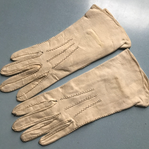 1940s gloves,cream chamy leather, black top stitching ,handmade,40s original accesories size 6,1940s gloves,1930s gloves,suede