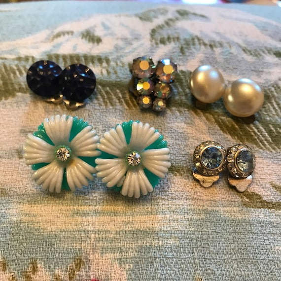 1950s earrings, vintage clip ons, 50s clips, 5 pair lot, flower power, diamante, pearls, round glass studs, 50s pin up style,