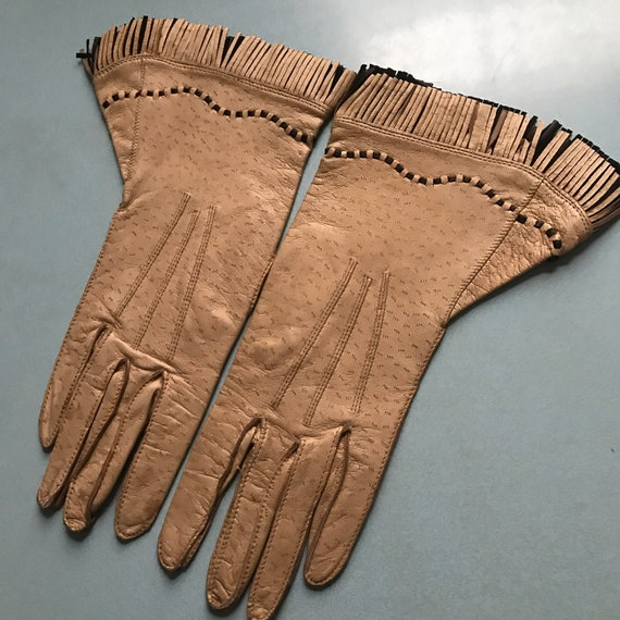 Vintage leather gauntlets,gauntlet gloves,fringed,fringing,brown,black,1940s gloves,40s,1930s gloves,Dents,ladies,6