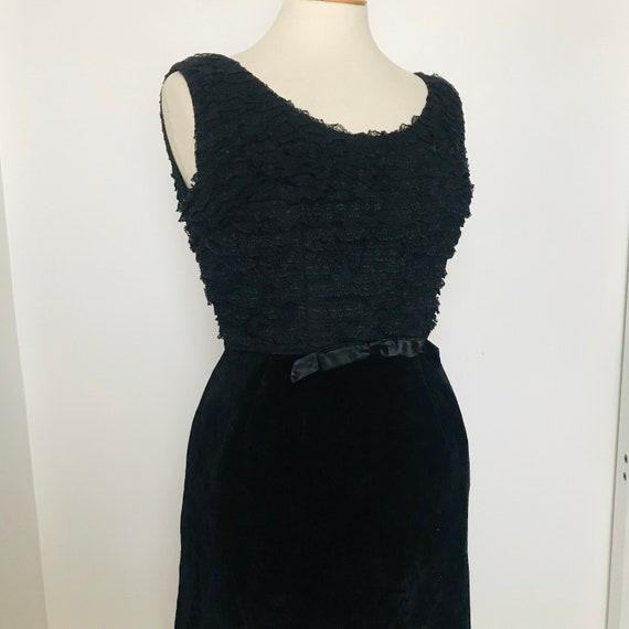 Vintage 1950s dress,cocktail dress,black velvet,lace,goth,party dress,wiggle dress,50s evening wear,tiered,UK 14,frilly