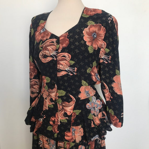 Vintage Ladies Suit,vintage lily print,peplum,80S does 30s,viscose,UK 12,glam,1940s style,tea dress,WW2,Swing,