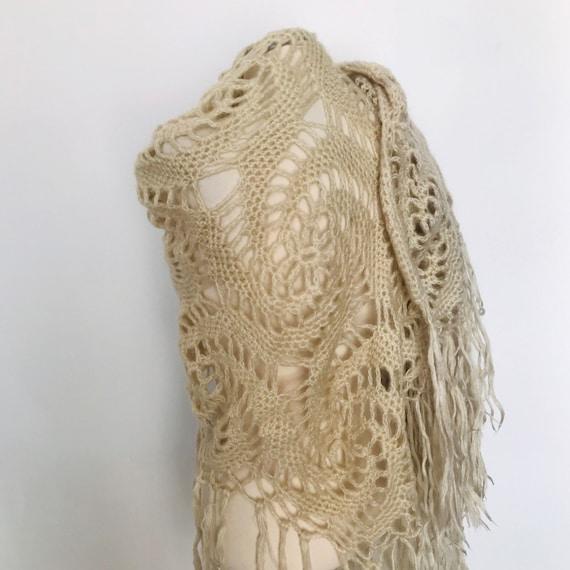Vintage crochet shawl fringed chunky woolly scarf tasselled 1970s winter cape handmade large wrap boho cream vamp 70s swirl motif