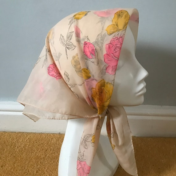 1950s scarf,novelty print, scarf, sheer peach scarf, roses, hot pink, 50s pin up rockabilly, chiffon scarf, 50s head scarf