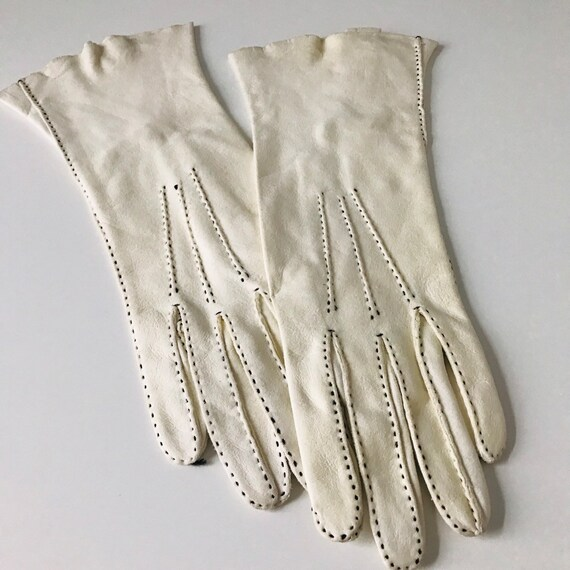 1940s gloves cream chamy leather, black top stitching handmade 40s original accesories size 6