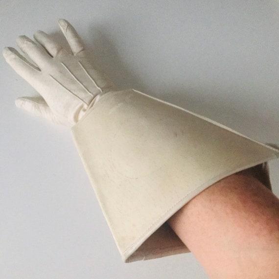 1940s gloves, vintage gloves, cream leather,gaultlet gloves,hospital,motorcycle,M, 1930s,size 6.5, 40s gloves, re enactor