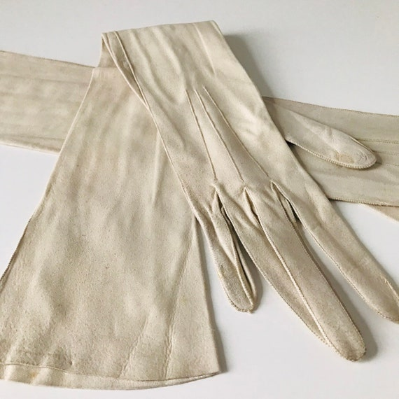 Long opera length gloves, vintage gloves, beige suede gloves, long greige gloves, pearl buttons, XS, 5, 1920s, 30s gloves, 1910s, edwardian