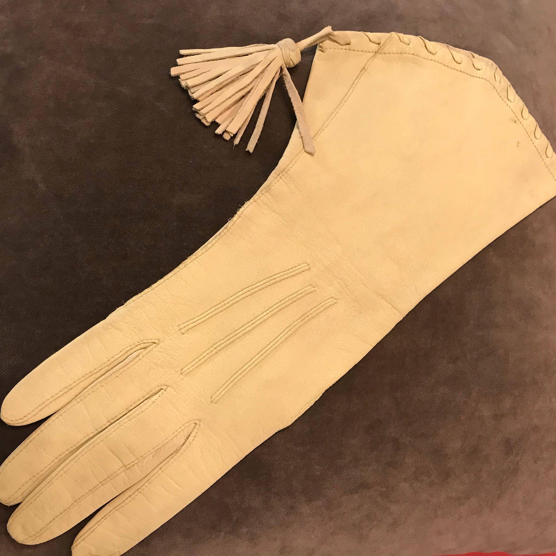 51c99837d vintage gloves gauntlets tassel buttercream leather M 20s 30s 1940s ...