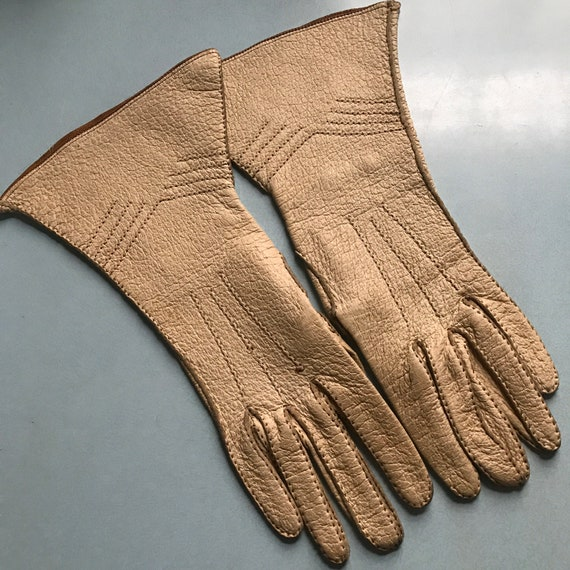 Vintage gloves,leather gauntlets,beige gloves,chevron,top stitch,thick leather,winter 1940s,1930s gloves,motorcycle riding ladies 6