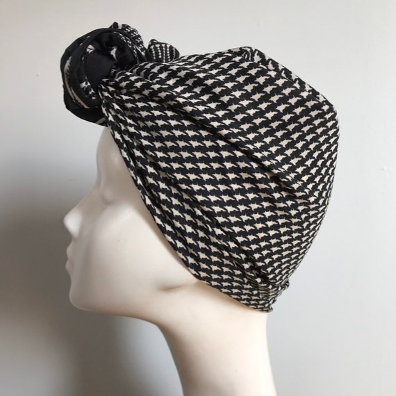 Vintage scarf, houndstooth scarf,plaid, dog tooth, monochrome  80s, GoGo, 1970s, Mod, black, white, 70s, Annie hall, checkered, turban