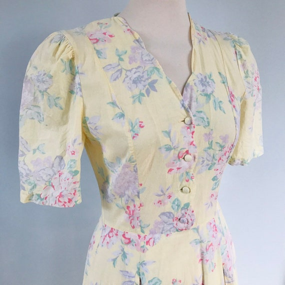Vintage cotton dress,Laura Ashley,yellow,shirtwaister,1940s style,cotton,tea dress,lawn,floral,chintz,UK 8 flowery full flared skirt,roses