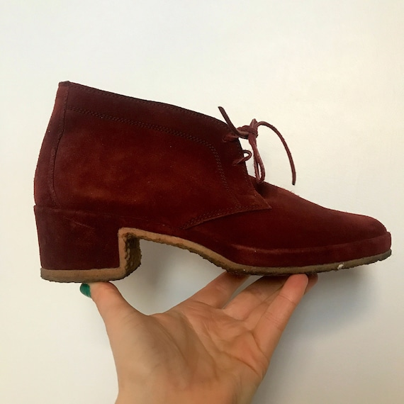 1960s shoes,1970s shoes,lace up Boots, dark red suede,hippie shoes,boho,crepe soles,70s Boots,size 5,70s,desert boots