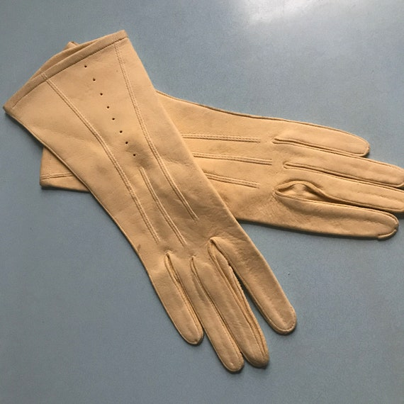 Vintage gloves,mustard chamy leather gloves NOS size 6 6.5, 1930s gloves, 40s gloves,gauntlet,20s,30s, unlined,yellow