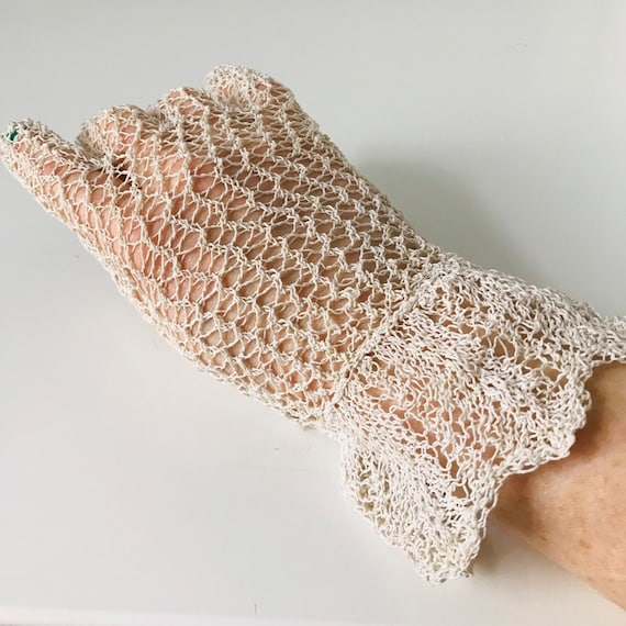 vintage crochet gloves, knitted lace gloves, beige lace shorties wrist length,gauntlet, size 6.5,6,vintage bridal wedding bridesmaid evening