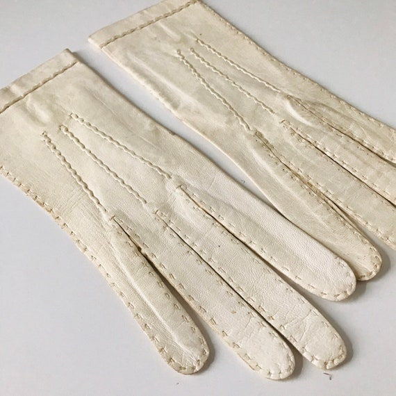 Vintage gloves, off white leather XS fine soft early 20th century 1910s 1920s,handmade,cream gloves,wedding bridal unworn