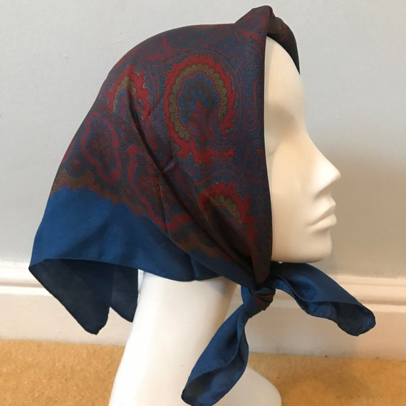Vintage scarf,1950s scarf, paisley print,silk scarf,vintage square, paisley,blue scarf,handkerchief,classic design,40s turban land girl