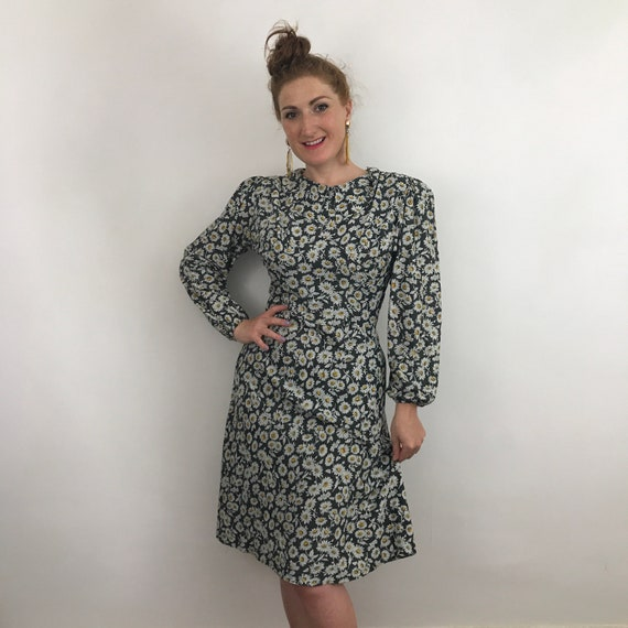Vintage dress, daisy print dress, 1940s style, size 14, black floral print, bias cut skirt, lindy hop, swing dress, 70s does 40s, handmade