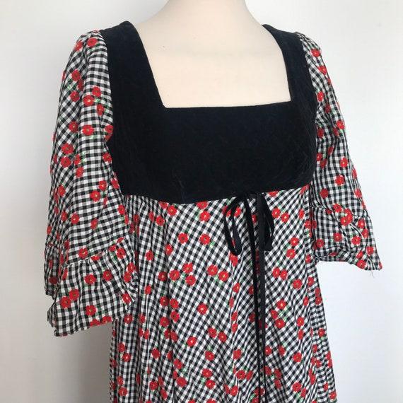 1970s dress, maxi dress, vintage dress, gingham, poppies, long, flared, frill, 70s Abigails Party, UK 8, US 4, Kati, prairie